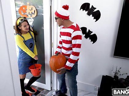 Kinky fucking during Halloween with cock hungry Evelin Stone