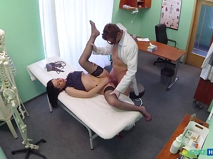 Patient With No Health Insurance Pays With Blowjobs And Fucking