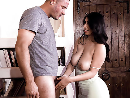 She's In Stacked Than Her Mom! - Violet Myers & Danny Mountain
